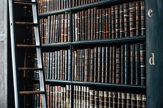 policová knihovna