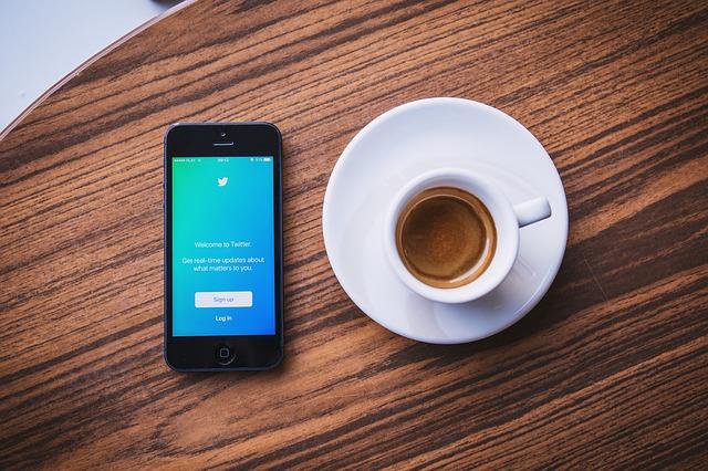 mobil u kávy.jpg