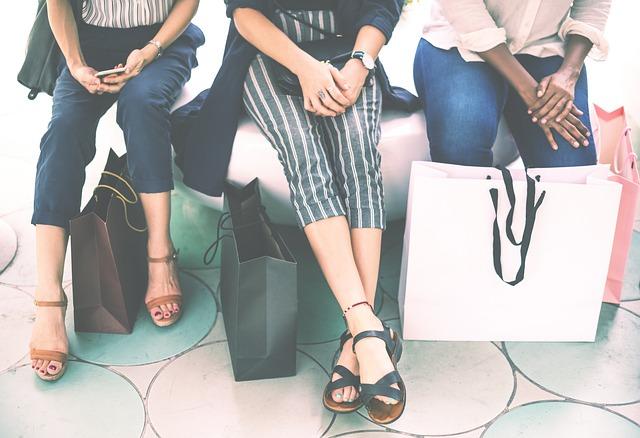 tři ženy po nákupu