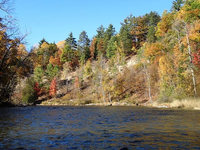 řeka na podzim