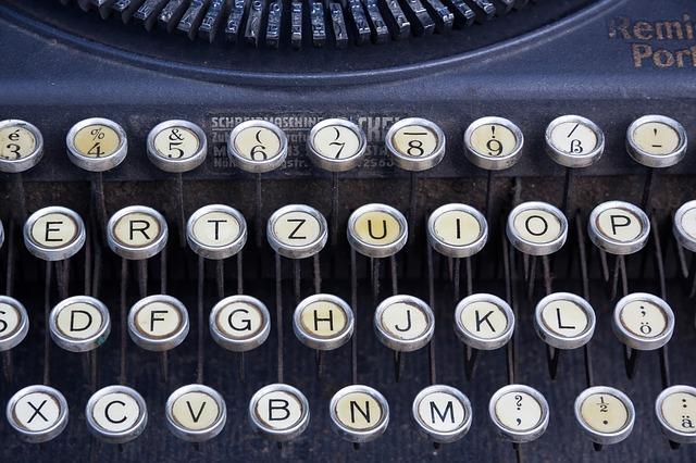 Psaní stroj a jeho klávesnice