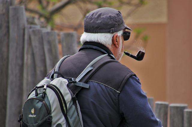 Senior na procházce